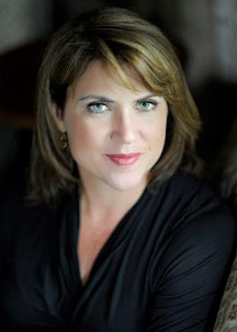 Lisa Gardner headshot