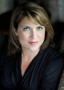 Lisa Gardner headshot